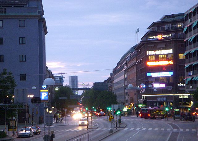 Längs Sveavägen hittar man en hel del massage i Stockholm. Bild av Holger Ellgaard.